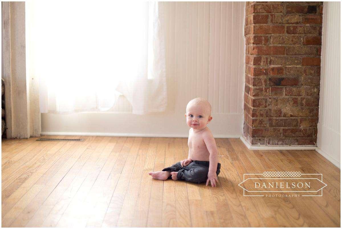 Iowa Baby Photographer, Iowa photographer, Iowa City baby photographer, photographers Iowa City, family photos Iowa City, Cedar Rapids baby photographer, baby milestones photos