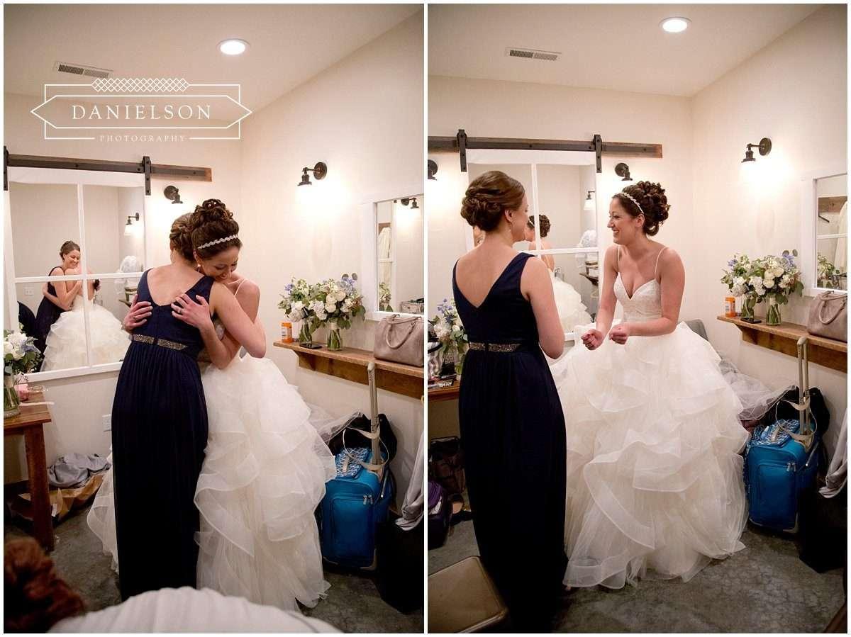Rapid Creek Cidery weddings, Iowa CIty wedding photographer, Cedar Rapids wedding photographer, Rapid Creek Cidery, bride getting ready